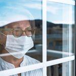 Studio Ispi: isolare gli anziani ridurrebbe molto la