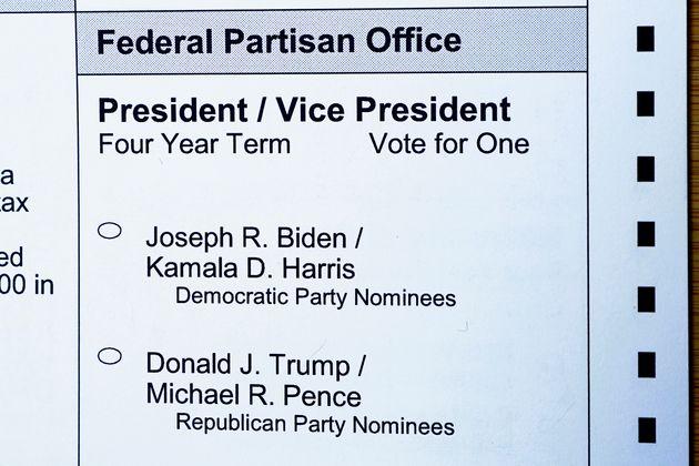 워싱턴주의 우편투표용지. 민주당과 공화당의 대통령 및 부통령 후보자의 이름이