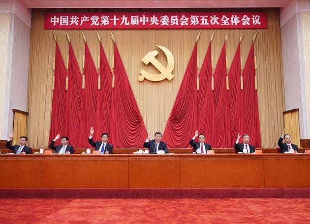 La Cina accelera e progetta il futuro, mentre il mondo resta al