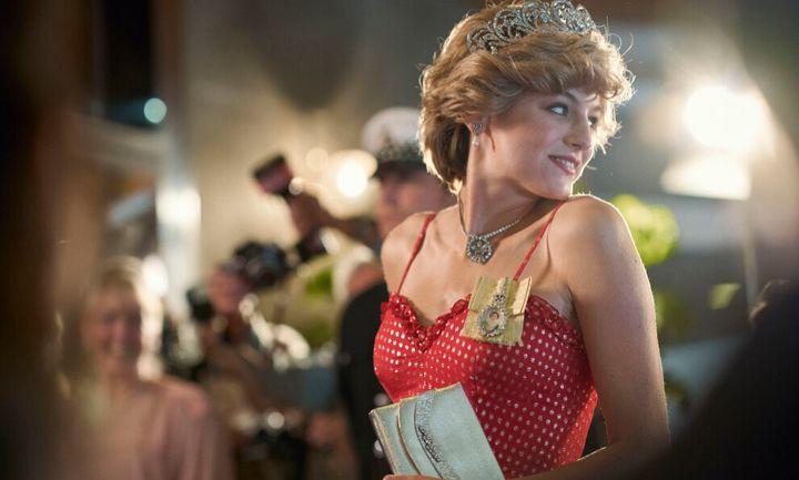 Elizabeth Debicki es Diana Spencer en 'The Crown' (Netflix).