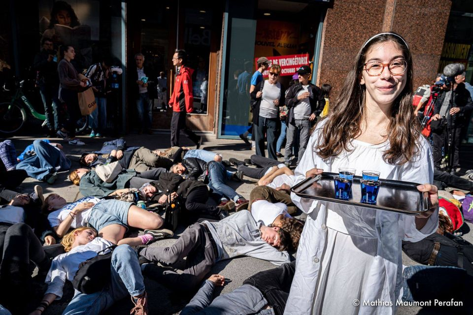 A few days after her first swarm with Extinction Rebellion, Solène Tessier took part in a theatre action,...