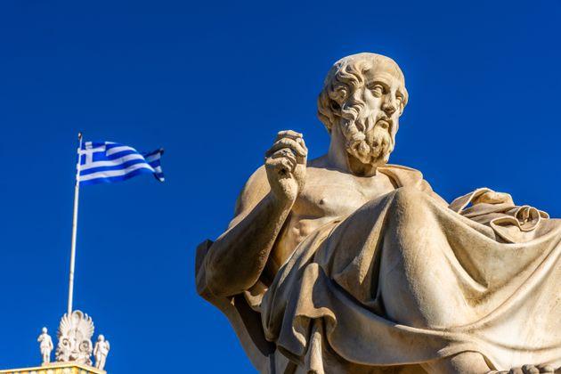 Estatua de Platón frente a la Academia de