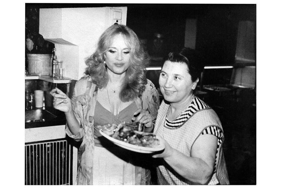 Η Αλίκη Βουγιουκλάκη με την Κάκια Λιακοπούλου