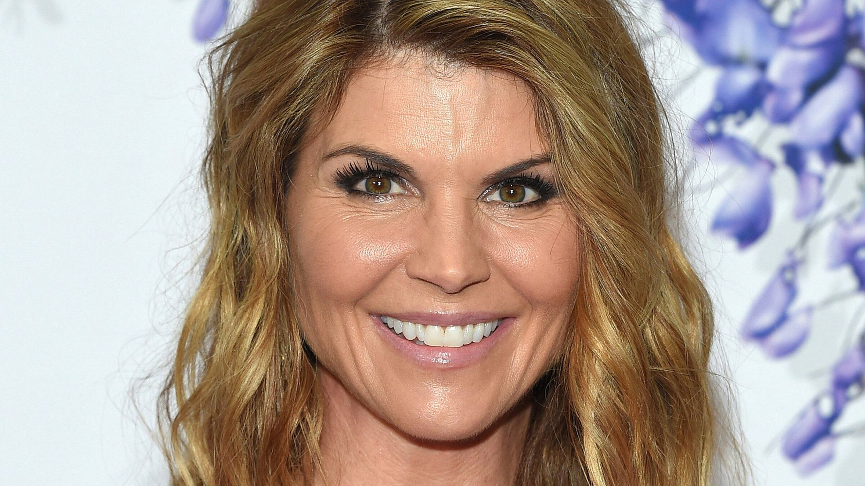 Lori Loughlin Begins 2-Month Prison Term For College Scam