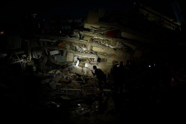 Τραγικός απολογισμός: Τουλάχιστον 35 οι νεκροί και εκατοντάδες τραυματίες από τον σεισμό στο