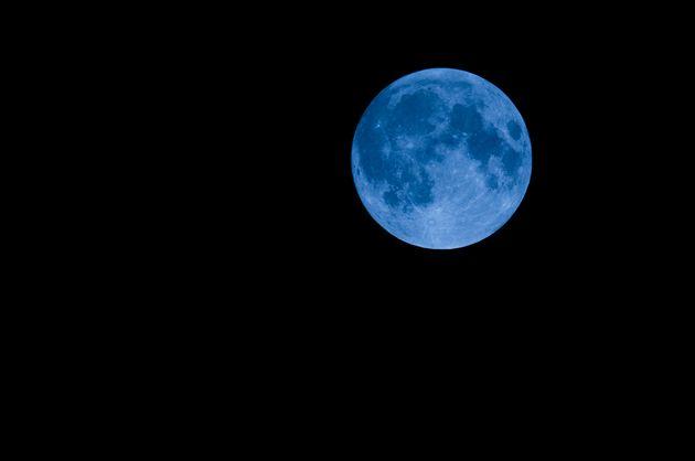 19년 만에 핼러윈 데이에 뜬다는 '블루문'의 어원은 '푸른색'이 아니다