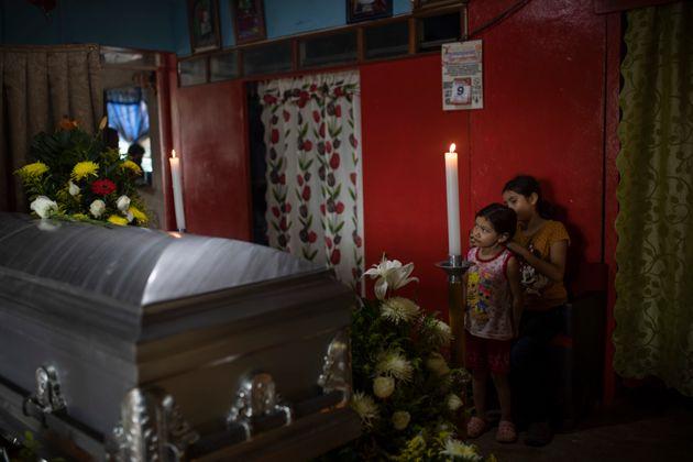 Φωτογραφία από την κηδεία του προηγούμενου δημοσιογράφου που δολοφονήθηκε, στις 10 Σεπτεμβρίου του 2020.