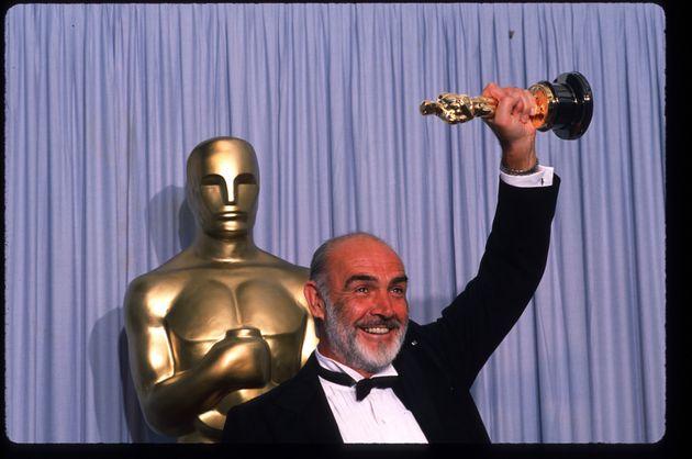 Sean Connery vence Oscar de Melhor Ator Coadjuvante por Os Intocáveis em