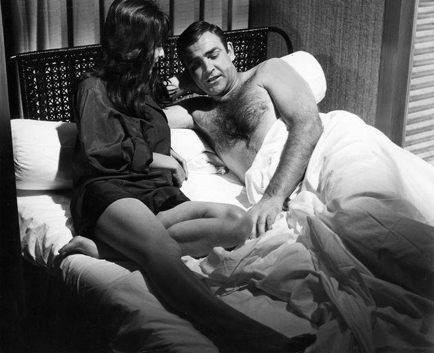 Sean Connery em cena de Com 007 Só Se Vive Duas Vezes, em