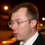 Un ancien député conservateur accusé de ne pas avoir déclaré un revenu de 750 000