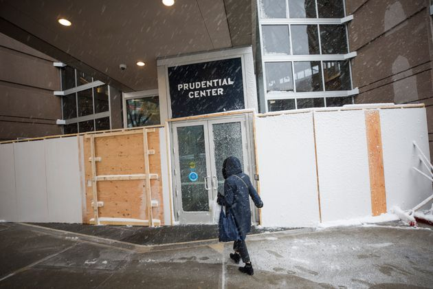ボストンでも、選挙当日の暴動の可能性を懸念し、出入り口を板で囲まれた建物=2020年10月30日