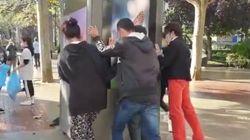 Un grupo de jóvenes se junta para limpiar los destrozos en Logroño tras los