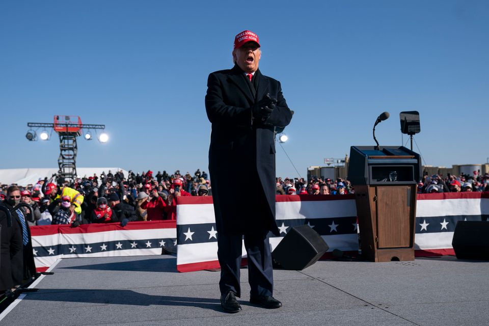 트럼프 대통령은 이어 아이오와주의 교외도시 더뷰크에 위치한 공항에서 두 번째 유세 일정을 소화했다. 더뷰크, 아이오와주. 2020년