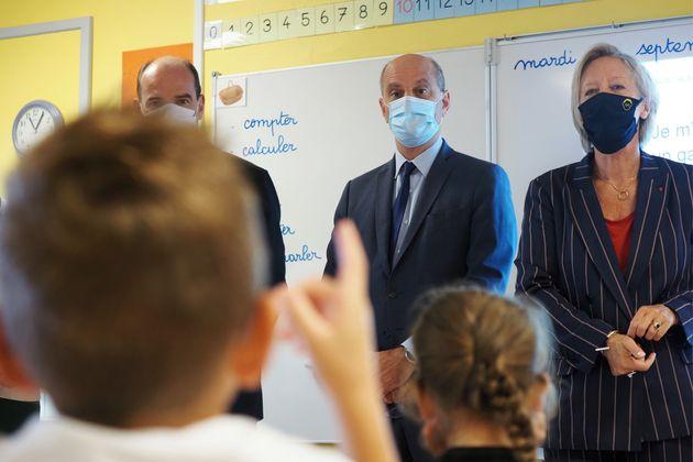 Jean Castex, Jean-Michel Blanquer et Sophie Cluzel dans une classe à Châteauroux pour la...
