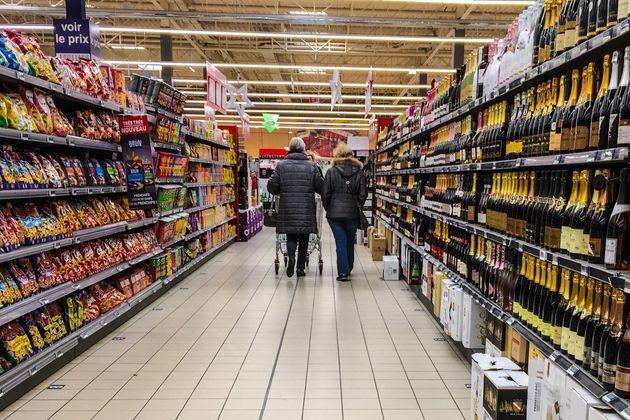 Des clients dans un supermarché de Lille en novembre 2016 (DENIS CHARLET/AFP via Getty