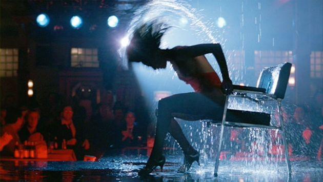 «Flashdance»: Η ταινία των 80s με την Τζένιφερ Μπιλς γίνεται τηλεοπτική