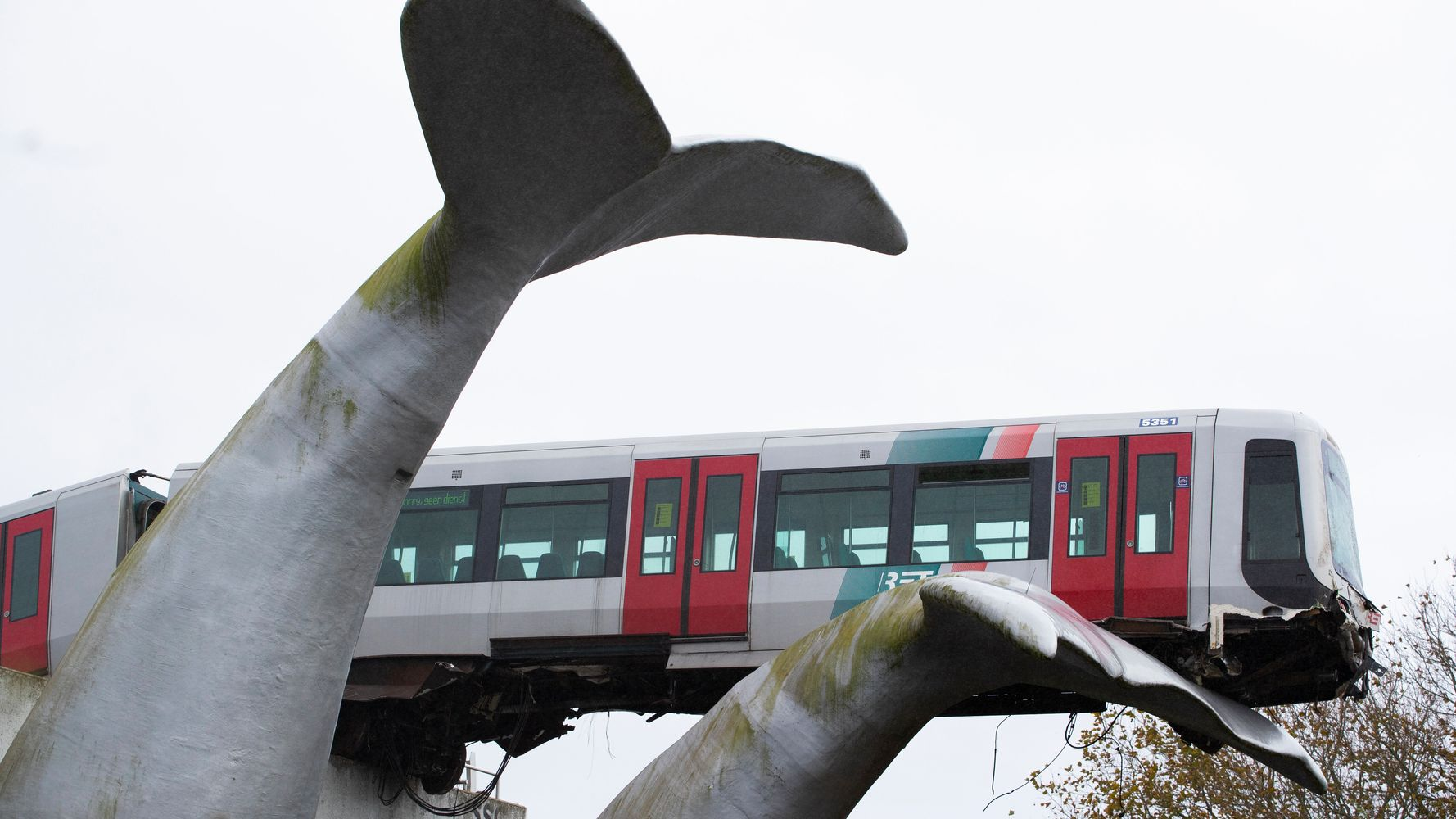 Dutch Metro Trail Gets Caught On Whale Tail Sculpture And Avoids Disaster