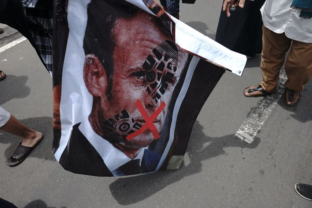 Al-Qaïda menace Macron et appelle à tuer quiconque insulte le prophète (Photo: manifestation...