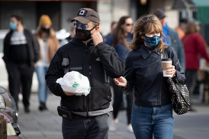 Canadians are confident their community is following pandemic rules — such as wearing masks — to prevent the spre