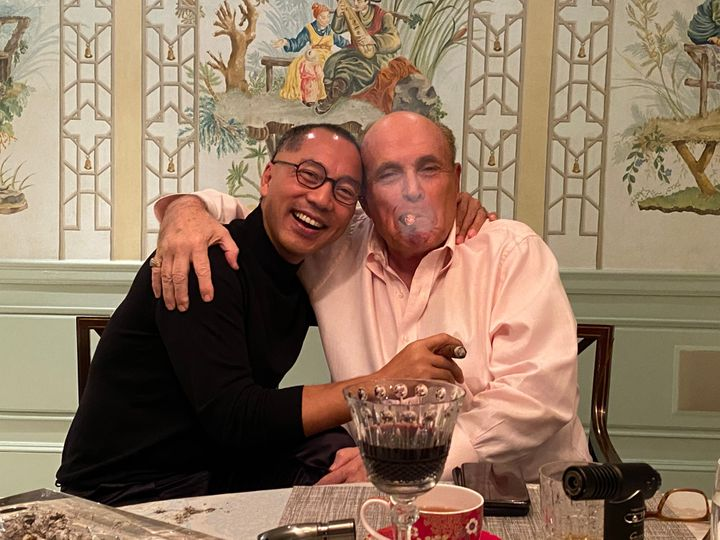 In a photo posted by an obscure Twitter account on Oct. 11, 2020, fugitive Chinese tycoon Guo Wengui and Donald Trump's perso