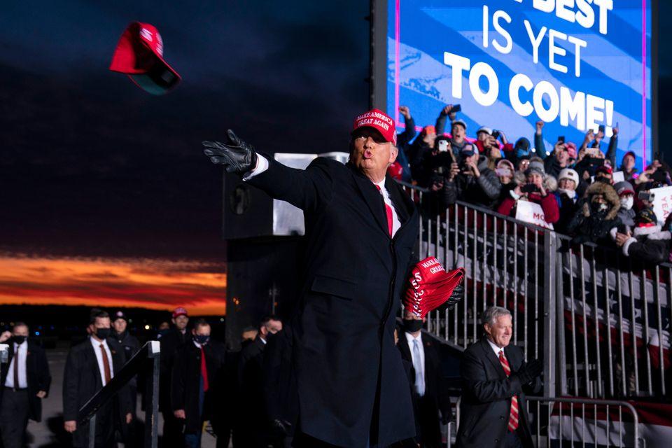 트럼프 대통령은 미시간주를 다시 찾아 유세에 나섰다. 마이크 펜스 부통령 등 백악관의 측근들이 총출동했다. 트래버스시티, 미시간. 2020년