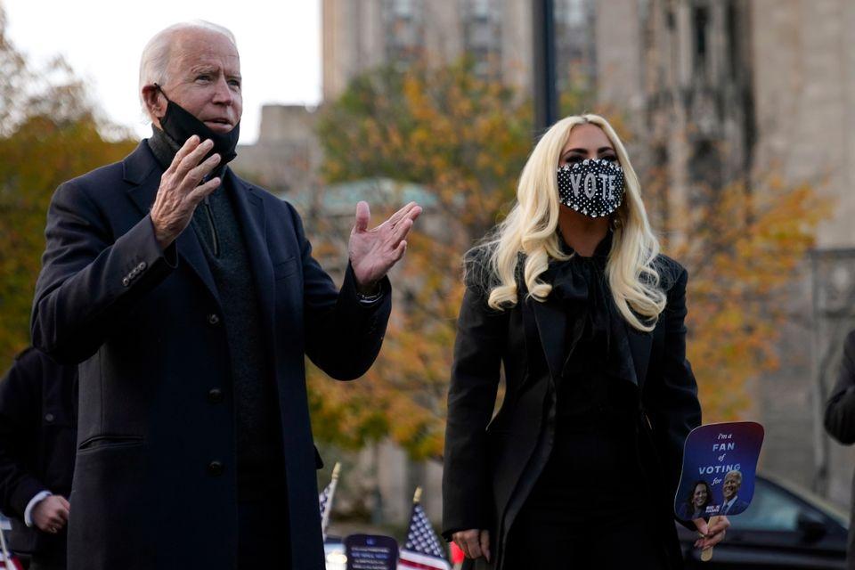 바이든은 피츠버그로 이동해 가수 레이디 가가와 함께 현장 선거운동을 벌였다. 피츠버그, 펜실베이니아주. 2020년