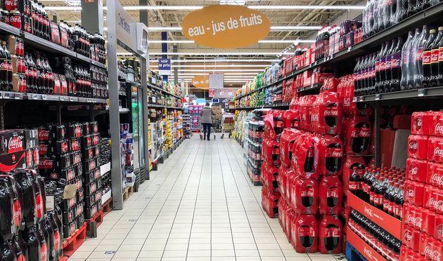 Le gouvernement a précisé la liste des produits que les grandes surfaces peuvent continuer à vendre pendant...