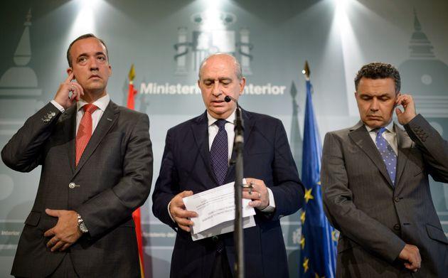 Jorge Fernández Díaz (centro), con Francisco Martínez (izquierda) y Conrado Escobar...