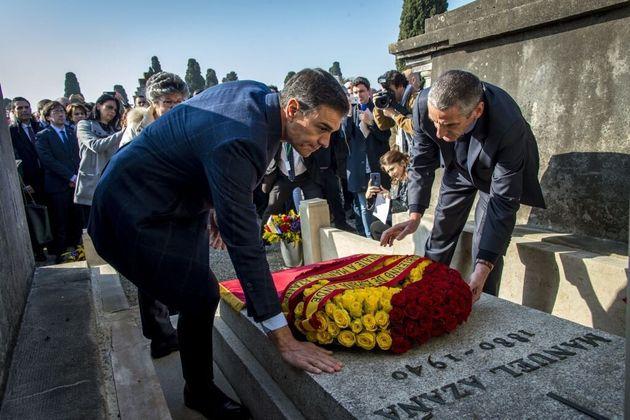 Pedro Sánchez rinde tributo a Manuel Azaña, en su tumba, el 24 de febrero de 2019, en Montauban