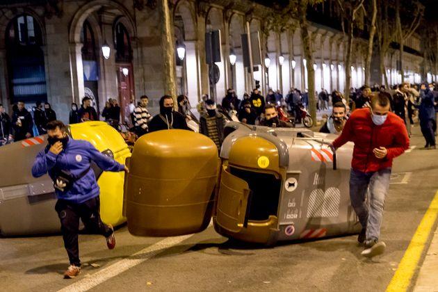 Participantes en los disturbios contra las medidas para mitigar los efectos de la pandemia, en