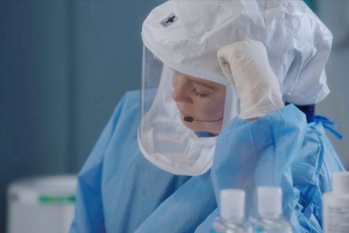 """The Season 17 premiere of """"Grey's Anatomy"""" picks up one month into the pandemic, and it's all-hands-on-deck as Meredith, Bail"""