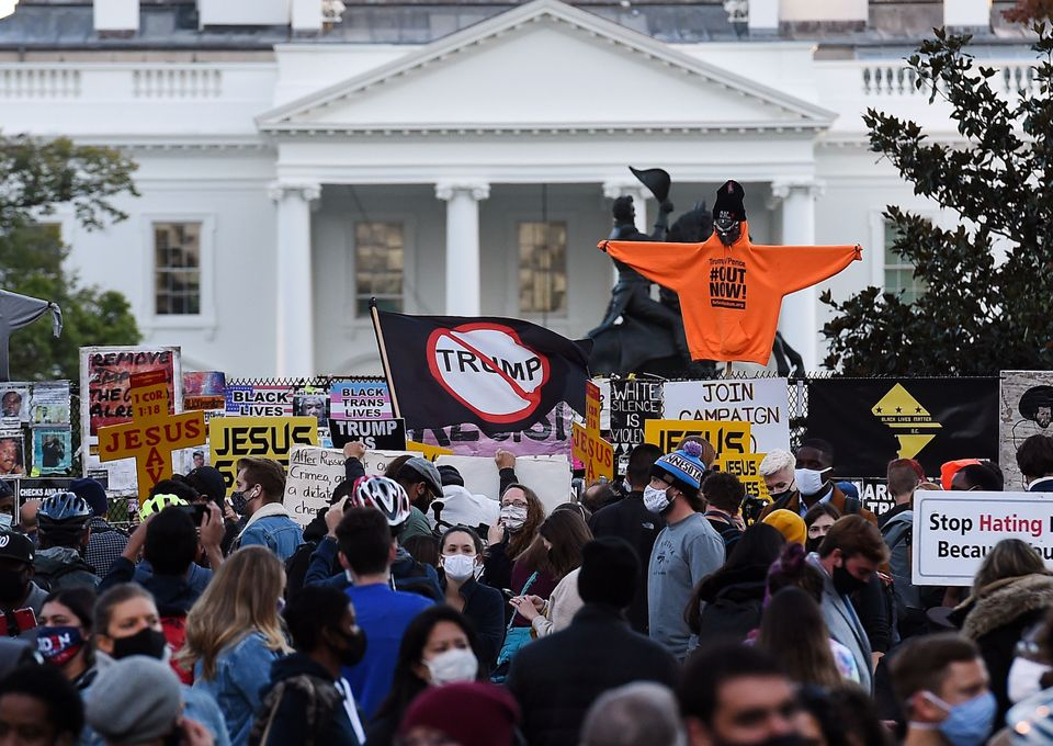 집회 참가자들이 백악관을 향해 서