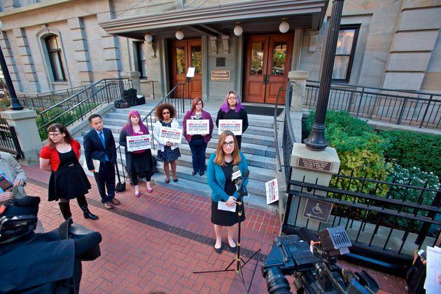 Η Σάρα Μακμπράιντ έγραψε ιστορία - Είναι η πρώτη διεμφυλική Γερουσιαστής των