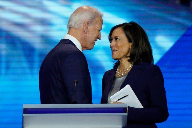 El candidato demócrata a la presidencia Joe Biden y la entonces precandidata, la senadora Kamala...