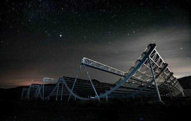 Le télescope CHIME qui a participé à la découvert du premier FRB au sein de notre