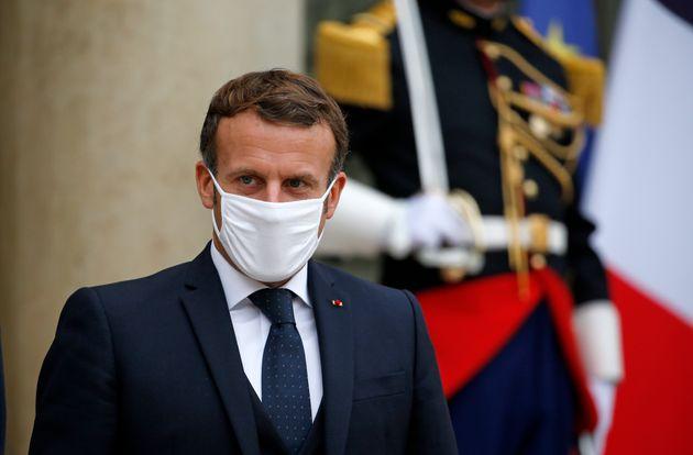 Emmanuel Macron photographié sur le perron de l'Élysée le 28 octobre