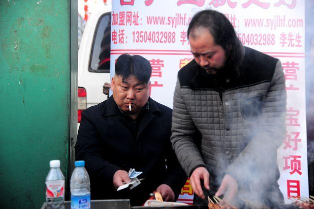 Η Βόρεια Κορέα «κόβει» το κάπνισμα σε δημόσιους