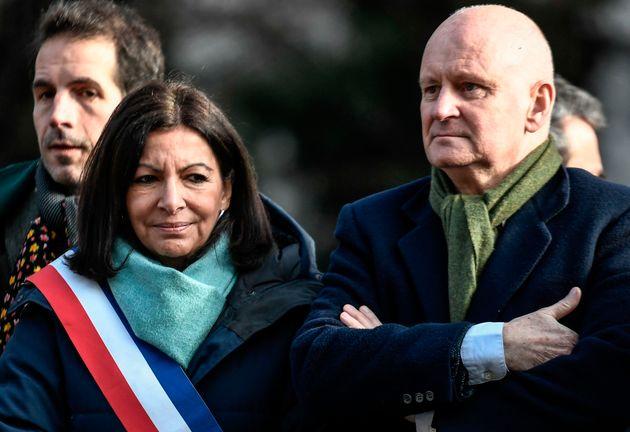 Anne Hidalgo et l'ex-adjoint à la culture, Christophe Girard, lors d'un hommage au dessinateur...