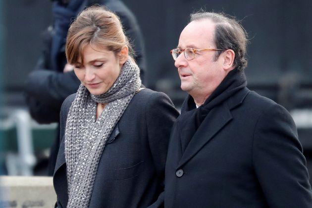 L'ancien président français François Holland et Julie Gayet à l'église...
