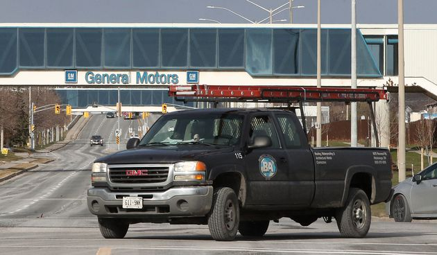 The General Motors assembly plant in Oshawa, Ont., Nov. 28, 2018. GM says it's bringing pickup truck...