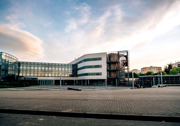 Devant le lycée Marc Bloch, à Strasbourg. (photo