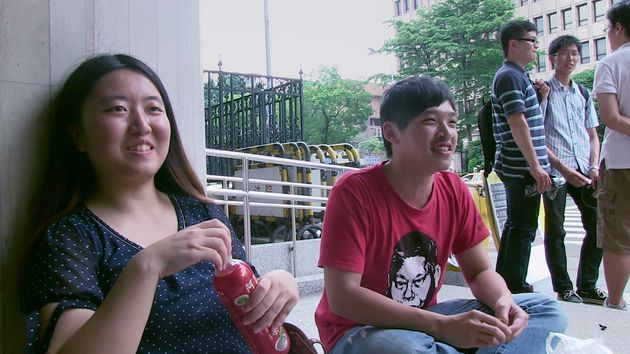 右がチェン・ウェイティン(陳為廷)、左がツァイ・ボーイー(蔡博芸)、映画『私たちの青春、台湾』より