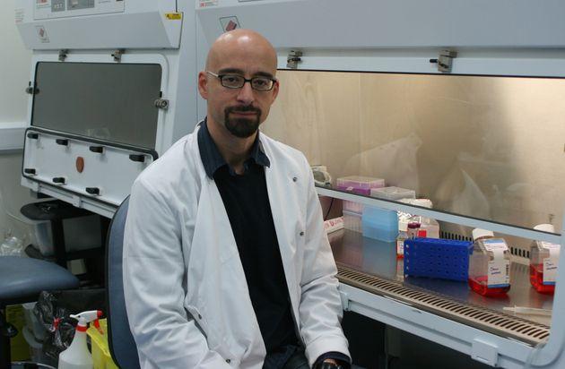 El investigador Salvador Macip en su