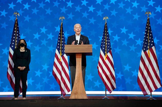 민주당 조 바이든 후보가 부통령 후보 카말라 해리스와 함께 기자회견을 열어 개표 결과를 침착하게 지켜볼 것을 당부하고 있다. 윌밍턴, 델라웨어. 2020년