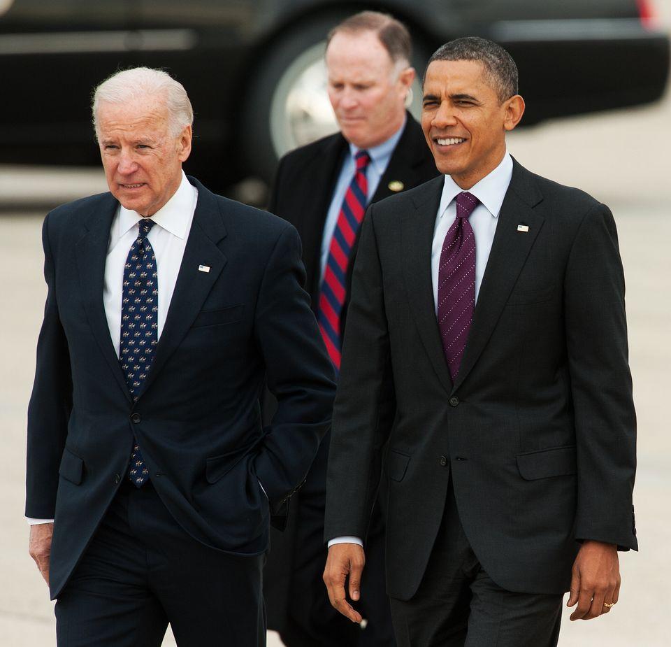 2011년 부통령 시절 오바마 대통령과 함께 걷고 있는