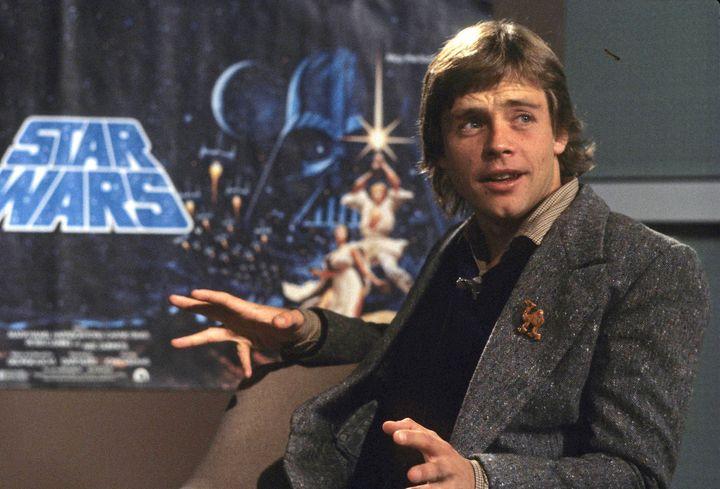 Mark Hamill, l'acteur qui incarne Luke Skywalker dans <i>Star Wars</i>&nbsp;depuis 1977 a trouv&eacute; une comparaison qui plaira sans doute beaucoup aux partisans de Joe Biden (image d'archive de 1979, lors d'un &eacute;v&eacute;nement &agrave; Londres).