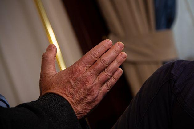 Detalle de las manos durante la