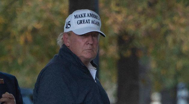 Donald Trump regresa a la Casa Blanca tras jugar al golf en su club de