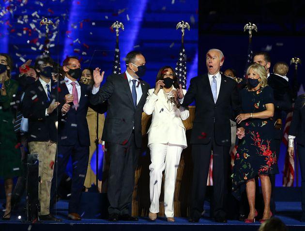 승리 연설 후 조 바이든과 카말라