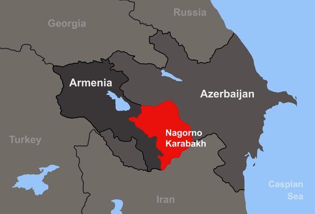 赤い部分が2020年の軍事衝突前まで「ナゴルノ・カラバフ共和国」が実効支配していた地域。